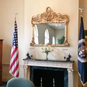ホワイトハウスに招かれた?・・・な、わけない。