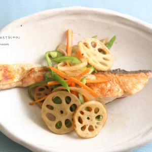 【魚菜レシピ】焼き鮭とシャキシャキ野菜の甘酢かけ