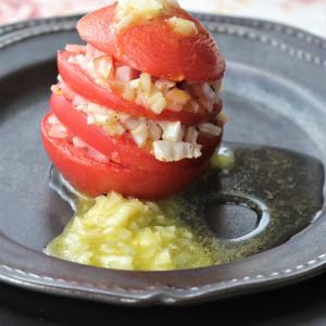 ふぞろいの新玉ねぎでも・・・「新玉ねぎとトマトのミルフィーユ」