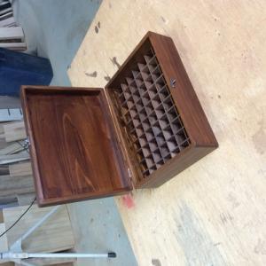フラワーエッセンス用の木箱