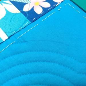 青い生地に使うチャコペン