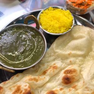 レトロなインドカレー屋さんで、ガツンとした辛味と旨味のサグチキン@ニュープラシッダ (浅草)