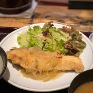 脂ののったワラサ、ネギと玉ねぎたっぷりの葱塩ソテー@和飲。ほの字 (六本木)