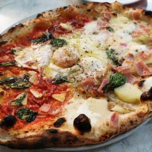 中目黒ダ・イーサでスペシャルなチーズと半熟卵のピッツァ