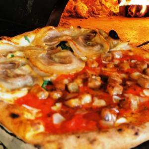 ラルテで旨い肉ピッツァをメタメタで食べよう!
