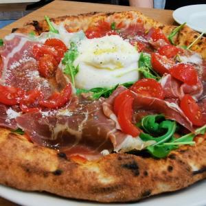 横浜「エルコリーノ」で贅沢なブッラータのピッツァ!