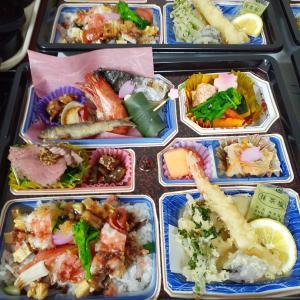 春の会席弁当3,000       寿司テイクアウトメニュー豊富です