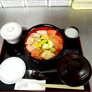 サーモン丼好評です❗9月限定メニュー✌️