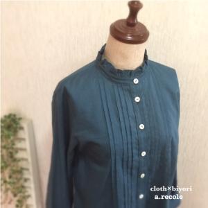 今度はブルー系 フリル襟ピンタックシャツ