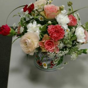 今回も豊富な花材に花器のプレゼント付に惹かれ参加しました!