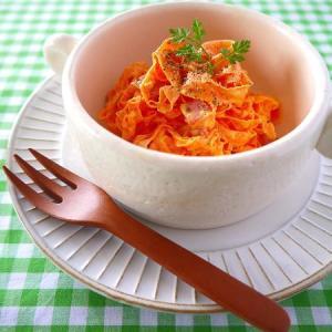 チーズのうまみで野菜がおいしい!「カルボナーラ風」サラダレシピ5選
