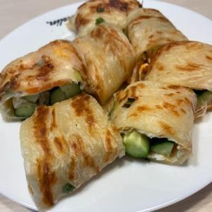 台湾での食生活~葱油餅の玉子ときゅうりとチーズ巻き
