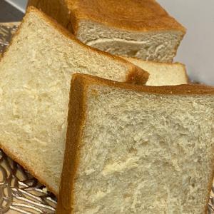 """母乳に優しい生クリームと黒糖で作る""""みそ生食パン""""とホテルブレッドと。"""