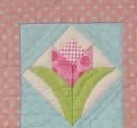 お花のミニキルト2枚と刺繍のローン生地ブラウス