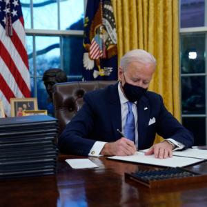 大統領執務室の赤いボタン、撤去?