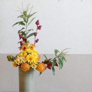 アレンジレッスン 『壺生け(投げ入れ技法)』 しっとりと秋色で和のスタイルです