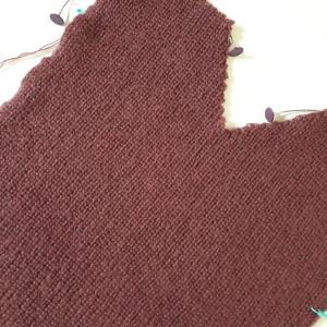 ドロップショルダーのセーター前身頃出来た