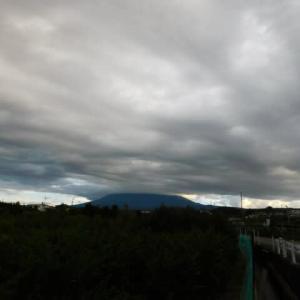 曇り空の日が続く早朝