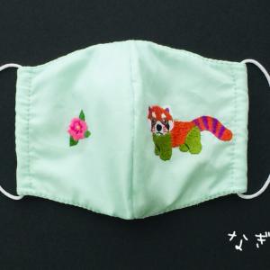 レッサーパンダと牡丹の刺しゅうのマスク☆試作