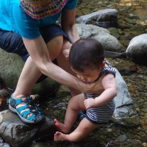 初めての川遊び