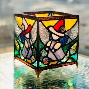 ペンデュラム魔女のステンドグラス