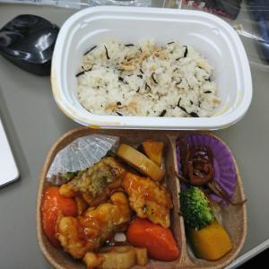 ひじきご飯と白身魚の黒酢あん弁当