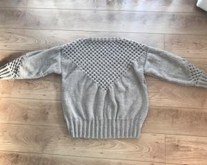 はちのすセーター
