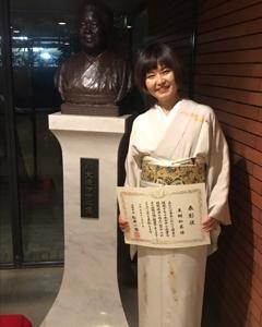 和裁士として活躍している卒業生が大阪市中小企業技能功労者表彰を受けて報告に来てくれました。