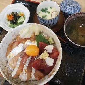 海鮮酒場 いえもん【本日の魚料理定食:カツオ、タイ、カンパチ漬け丼♪】