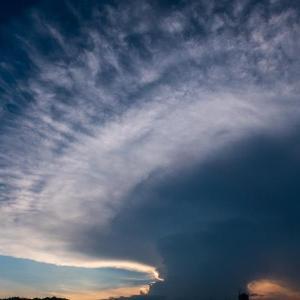 放射状に広がる雲を見た