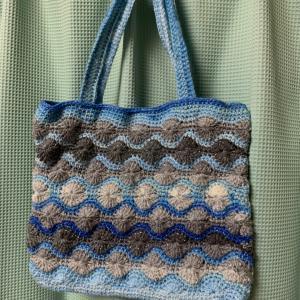 水玉模様のバッグ