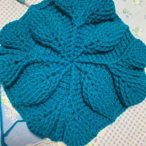 リーフ柄引き上げ編みバッグ