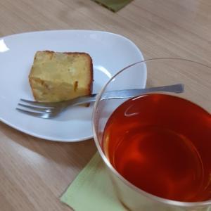 ルイボスティーとさつま芋のケーキを食べながら 占い師養成講座☆西洋占星術コースの受講はいかが!?
