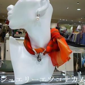 すっかり秋空、スカーフ使いの楽しみ