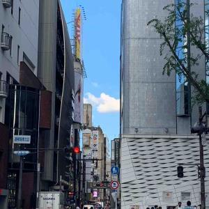 空~ビル間から今日わ♪ THE 入道雲・難波