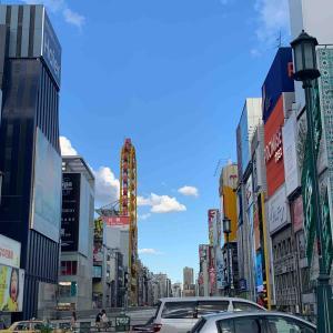 空~止まったままの黄色い観覧車とTHE 入道雲・道頓堀