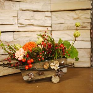 マミフラワ自由科「秋の実り秋の色収穫祭のアレンジメント」