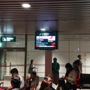 上海航空にて上海へ