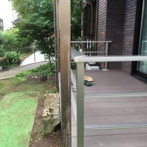隙を突いた コンクリートと 樹らくデッキ 手摺り 千葉県 柏市