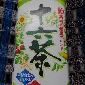 Asahi  「 十六茶 」 紙パック。