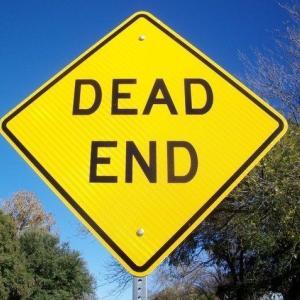 dead end 意味:行き止まり 例文/It's a dead end.