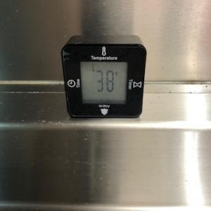 ダイソー200円のキッチンで気に入っている多機能時計です。