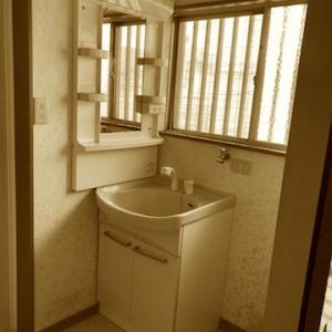 洗面台の入替え工事完了しました。追加料金の具体事例です。