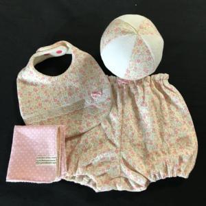 ピンクの小花柄ニットで♪女の子用ご出産お祝い4点セット作りました。