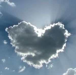 every cloud has a silver lining 雲の後ろにはいつもお天道様がいる