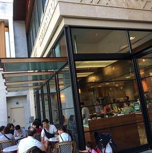 クヒオ通りのカフェで・・・・・