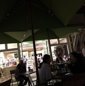 夜のアイランドヴィンテージコーヒーで
