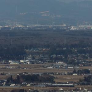 那須の雪山をバックに芳賀野を白煙が走る - 2020年冬・真岡鉄道 -