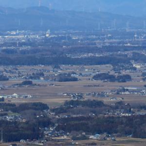 冬晴れの芳賀野、雪雲を背景に白煙 - 2020年・真岡鉄道 -