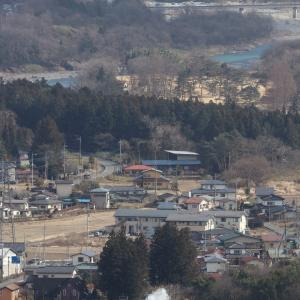 青空の鬼怒川と小雪舞う汽車、おまけは今日の桜ジロー - 2020年・東武鬼怒川線 -